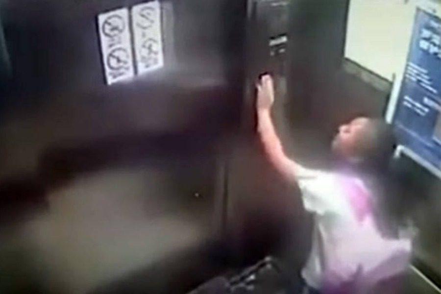 Εννιάχρονη προσπαθεί να σταματήσει ασανσέρ που πέφτει από τον 19ο όροφο