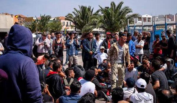 Αποτέλεσμα εικόνας για εκτεταμένα επεισόδια στην Πλατεία Σαπφούς