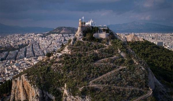"""Έκτακτα μέτρα λόγω της υψηλής θερμοκρασίας: """"Κλείνει"""" ο Λυκαβηττός - Περιπολίες στον Εθνικό Κήπο"""