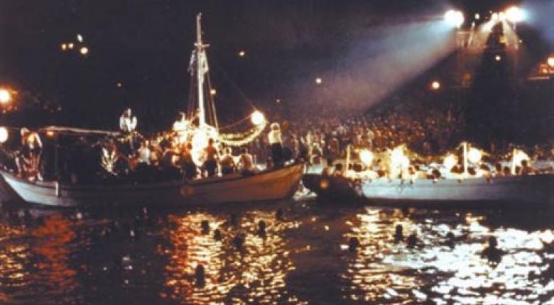Το Γούντστοκ της Ελλάδας:  Χιλιάδες θεατές της θρυλικής συναυλίας του Κηλαηδόνη στην Βουλιαγμένη