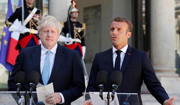 Μακρόν σε Τζόνσον: Δεν το θέλουμε αλλά είμαστε έτοιμοι για Βrexit χωρίς συμφωνία