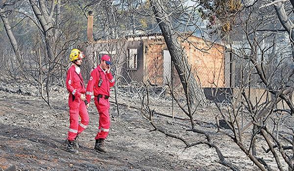 Φωτιά στο Μάτι, μαρτυρίες: Είδα ανθρώπους τυλιγμένους στις φλόγες, μας άφησαν να καούμε