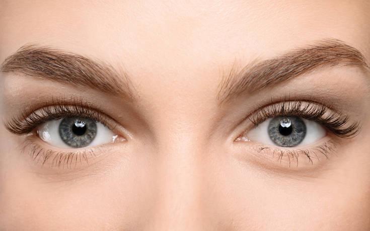 Πώς θα καλύψετε τελευταία στιγμή τους μαύρους κύκλους στα μάτια πριν το ρεβεγιόν
