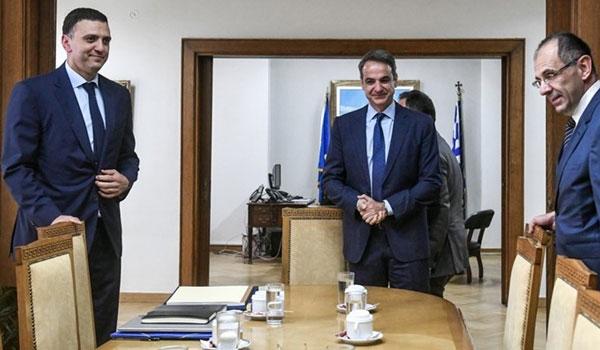 Κορονοϊός: Σύσκεψη στο Μαξίμου για τα νέα μέτρα - Κλιμάκια του ΕΟΔΥ στα λιμάνια Πάτρας και Ηγουμενίτσας