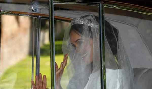 Δείτε τις πρώτες εικόνες της Μέγκαν Μαρκλ με το νυφικό της #RoyalWedding