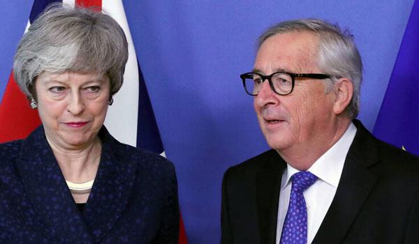 Καμπανάκι Γιούνκερ για Brexit χωρίς συμφωνία