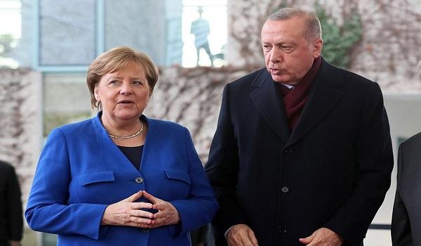 Επίσκεψη Μέρκελ στην Τουρκία: Με επέκταση του λιβυκού χάους στη Μεσόγειο προειδοποιεί ο Ερντογάν