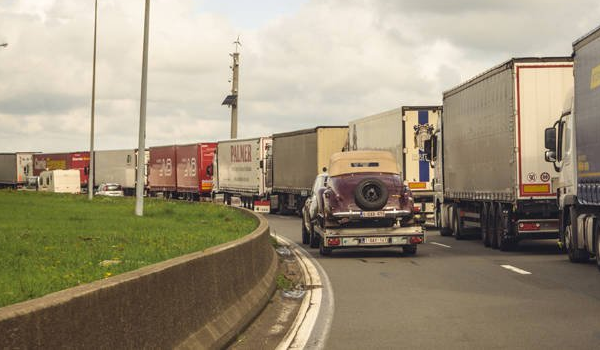 Εντοπίστηκαν 21 μετανάστες από το Βιετνάμ σε φορτηγό ψυγείο στη Βρετανία