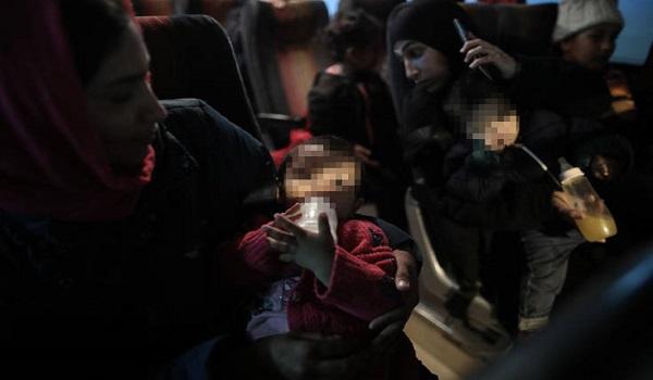 """Στον Πειραιά το """"Nήσος Σάμος"""" με 142 πρόσφυγες και μετανάστες, από Λέσβο και Χίο"""
