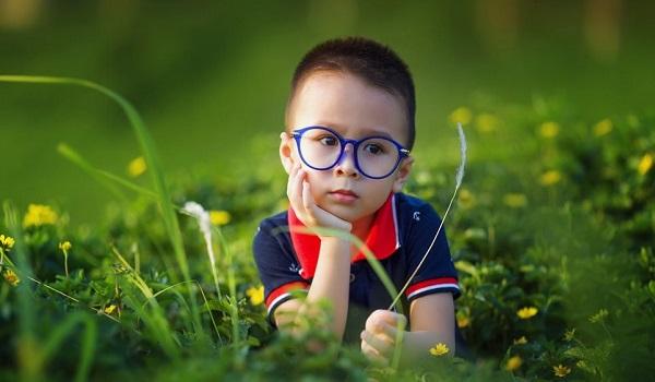 Αυτοί είναι οι τρεις παράγοντες που αυξάνουν τον κίνδυνο μυωπίας στα παιδιά