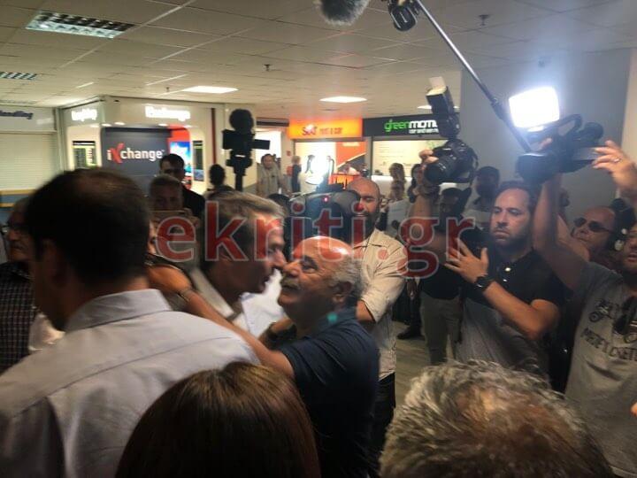 Θερμή υποδοχή του Κυριάκου Μητσοτάκη στο αεροδρόμιο της Κρήτης