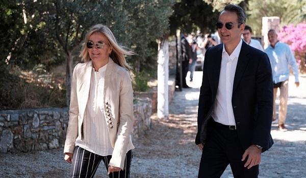 Κυριάκος Μητσοτάκης και Μαρέβα στην κηδεία του Λαυρέντη Μαχαιρίτσα