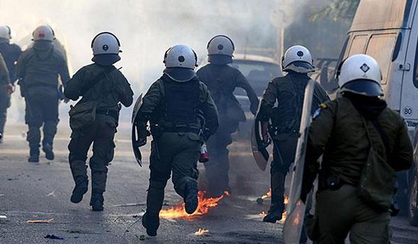 Επεισόδια και μολότοφ πριν την προεκλογική ομιλία Κασιδιάρη