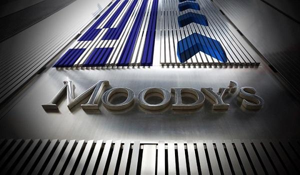 """Moody's: Το αξιόχρεο της Ελλάδας Β1 στηρίζεται από τη """"μέτρια"""" οικονομική ισχύ της"""