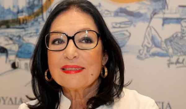 H Nάνα Μούσχουρη άλλαξε μετά από πολλές δεκαετίες τα γυαλιά σήμα κατατεθέν της
