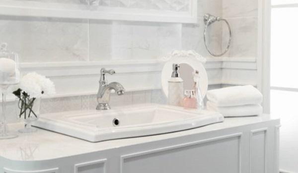 Δύο εύκολοι τρόποι για να απομακρύνετε τα μυγάκια από το μπάνιο