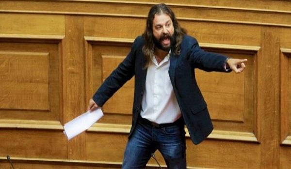 Η Μακεδονία είναι ελληνική, φώναξε ο Μπαρμπαρούσης βγαίνοντας από την ΓΑΔΑ