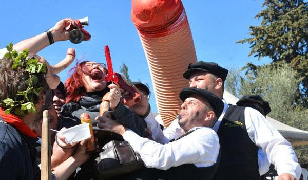 """Τύρναβος: Το Μπουρανί της Καθαράς Δευτέρας και το """"καλά γ@μ@σ@""""!"""