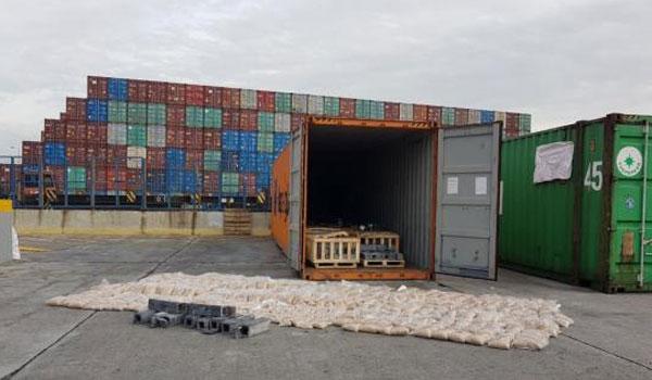 Πειραιάς: Βρέθηκαν 4,4 εκατ. ναρκωτικά χάπια