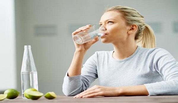 Οι ώρες της μέρας που δεν πρέπει να πίνεις ποτέ νερό