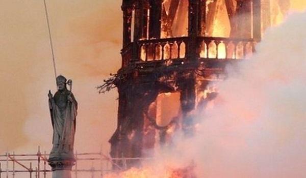 Παναγία των Παρισίων: Η διάρκεια αποκατάστασης, οι δωρεές, η αιτία και η υπόσχεση Μακρόν