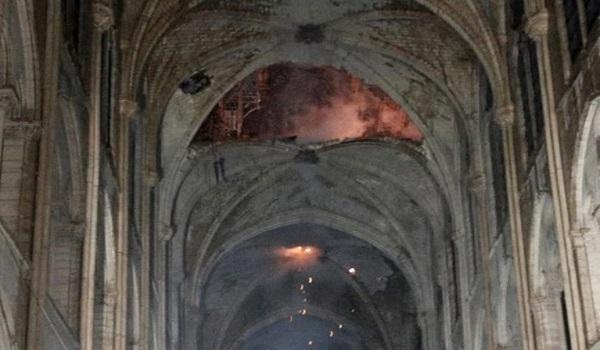 Παναγία των Παρισίων: Aποκαΐδια εννέα αιώνες ιστορίας