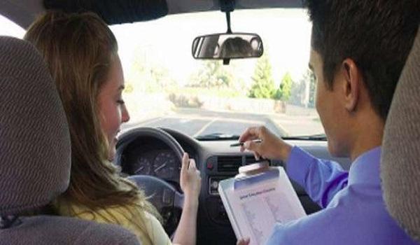 Στον αέρα πάνω από 100.000 υποψήφιοι οδηγοί - Γιατί αντιδρούν οι εκπαιδευτές