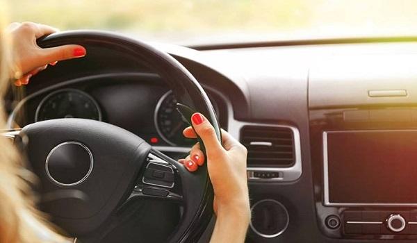 Μήπως χαμηλώνεις το ραδιόφωνο όταν ψάχνεις κάτι στο δρόμο; Δες γιατί το κάνεις