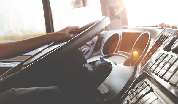 Κρήτη: Κατέβηκε από το μηχανάκι και ανέβηκε στο λεωφορείο για να δείρει τον οδηγό