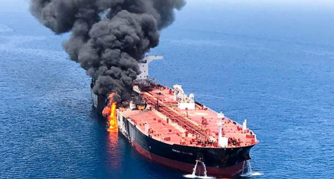 Γεωπολιτικά παιχνίδια στον Κόλπο του Ομάν. Οι ΗΠΑ κατηγορούν το Ιράν για την επίθεση στα τάνκερ