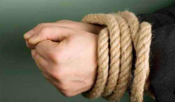 Άντρας κρατούσε αιχμάλωτη Γαλλίδα σε πολυκατοικία στη Λαμία