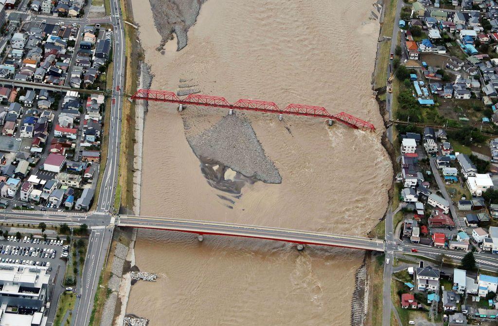Ιαπωνία: Εικόνες αποκάλυψης από το πέρασμα του τυφώνα. 11 νεκροί