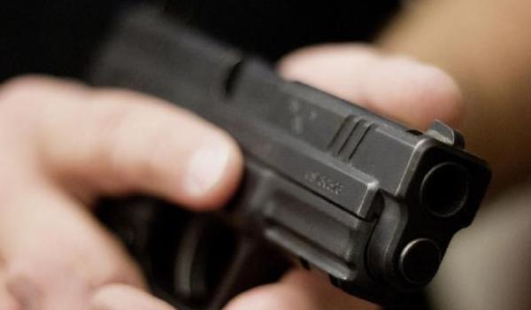 Αστυνομικός προσέλαβε εκτελεστή για να σκοτώσει τον πρώην σύζυγό της και την κόρη του συντρόφου της