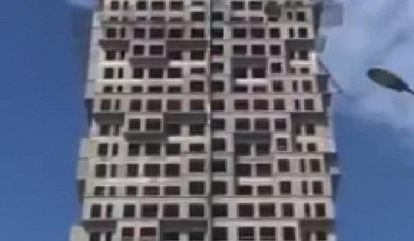 Κωνσταντινούπολη: Συγκλονιστικές εικόνες - Ουρανοξύστης κουνιέται στον ρυθμό των Ρίχτερ