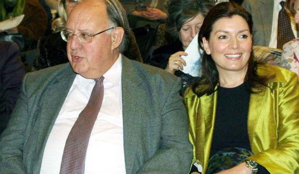Ο Πάγκαλος ζητά διαζύγιο από την κατά 31 χρόνια μικρότερή του σύζυγο