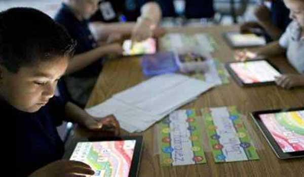 Χειρόγραφο ή τάμπλετ; Τι βοηθάει στην ανάπτυξη των παιδιών;