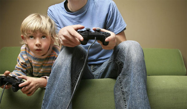 Συμβουλές του ΠΟΥ για τα παιδιά κάτω των 5: Λιγότερες οθόνες και περισσότερο παιγνίδι