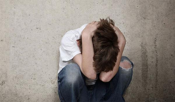 Σοκαριστική υπόθεση παιδοφιλίας: Αντάλλαζαν τα παιδιά τους και τα βίαζαν
