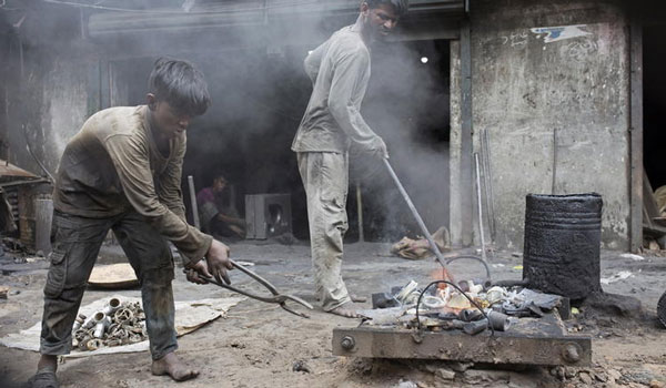 Στοιχεία-σοκ για την παιδική εργασία σε όλο τον κόσμο