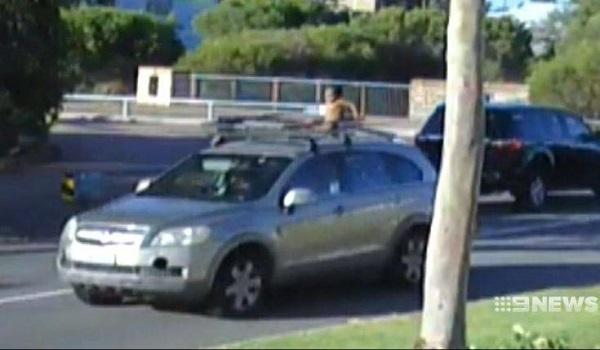 Οδηγούσε επί 15 λεπτά με τον 4χρονο γιο της στην οροφή του αυτοκινήτου