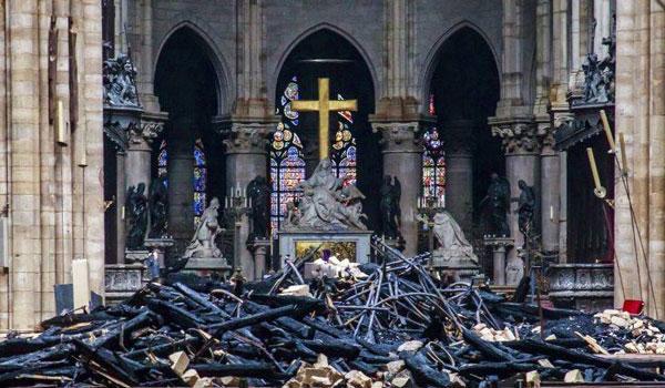 Παναγία των Παρισίων: Τα έργα τέχνης ανεκτίμητης αξίας που χάθηκαν και ποια διασώθηκαν