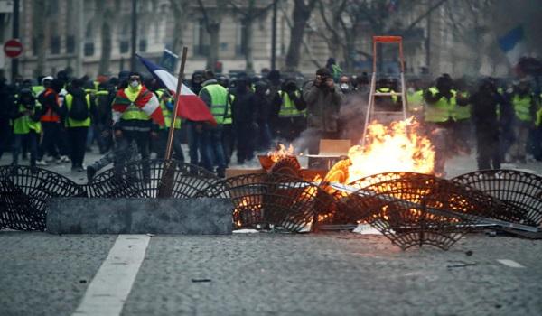 Εμπόλεμη ζώνη το  Παρίσι: Οργή,επεισόδια, εκατοντάδες συλλήψεις και δεκάδες τραυματίες