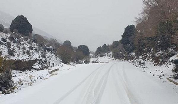Τοπικές βροχές σήμερα Σάββατο - Κρύο και βοριάδες από την Κυριακή. Χιόνισε στην Πάρνηθα