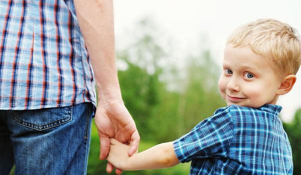 Θέλουμε συνεπιμέλεια και ίσο χρόνο με το παιδί μας. Είναι άδικο