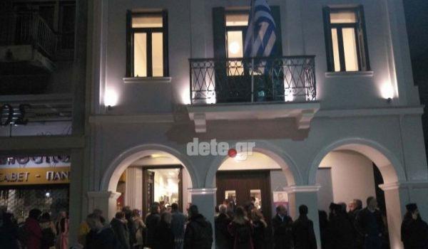 Πάτρα: Δεν άφησαν βουλευτές , πολιτευτές και Δημοσιογράφους να μπουν στο σπίτι του Παλαμά