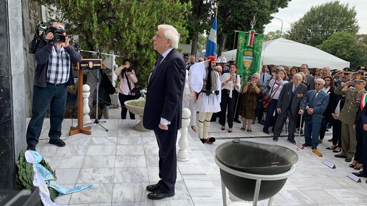Ο Παυλόπουλος κατέθεσε στεφάνι στο μνημείο των Ελλήνων πεσόντων στη μάχη του Ρίμινι