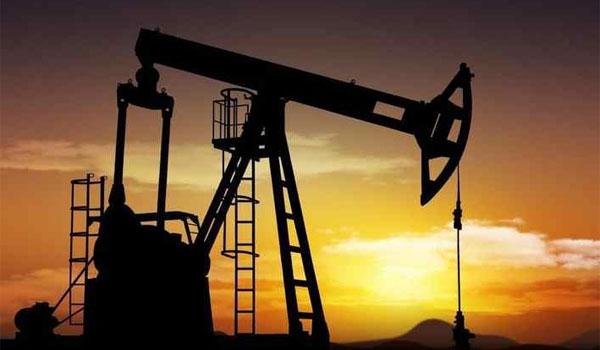 Ηρεμία στην αγορά πετρελαίου μετά τα σενάρια τρόμου: Υποχωρούν οι τιμές
