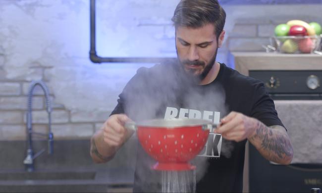 Kitchen Lab: Ο Άκης ετοιμάζει εναλλακτικό μενού τριών πιάτων!