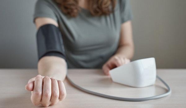 Υπέρταση: Γιατί εμφανίζεται νωρίτερα στις γυναίκες