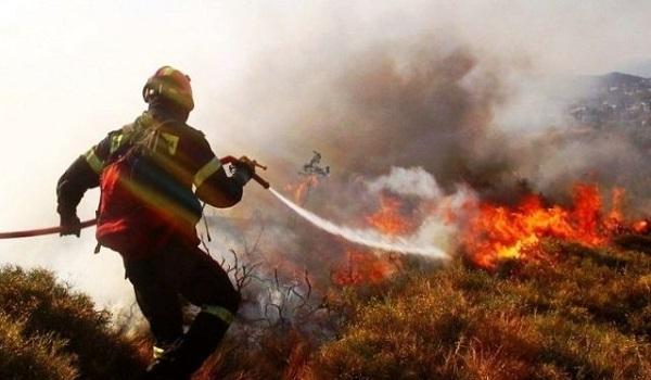 Επίγειες και εναέριες δυνάμεις δίνουν μάχη στον Κιθαιρώνα κοντά στην Πάρνηθα